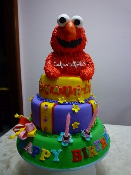 Elmo as Rice Krispies treats covered in Super Ice royal icing - by CakewalkBU3 http://www.flickr.com/photos/cakewalkbu3/5467040499/