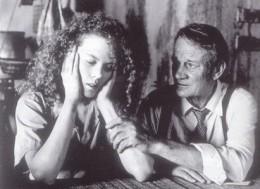 Kat (Nicole Kidman) comforted by Hal (Denholm Elliott) in a Thai prison.