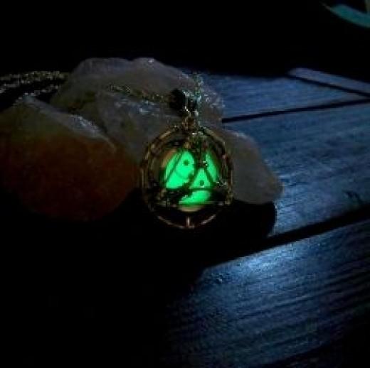 Glow in the Dark Trinity Pendant