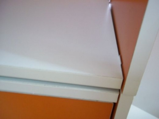 The upper and lower storage shelves are now secured by the 2 hole flat connector.