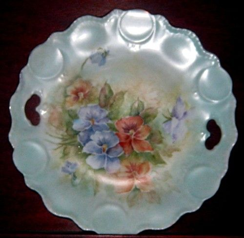 Isn't that one of the prettiest shaped plates? Pansies this time.