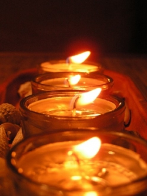 Gel candle making instructions teach you to create illumination of loveliness as well as usefulness.