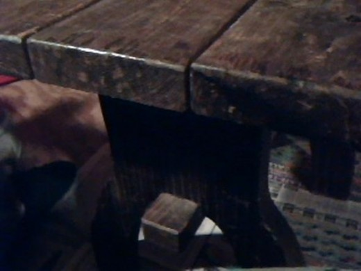 painting-wooden-table