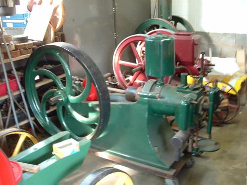 Sideshaft Vintage Stationary Engine