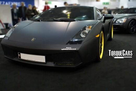 Matt black vinyl paint on Lamborghini
