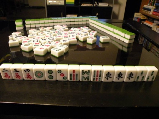 This is a winning hand! A winning hand includes 4 sets/runs, with an additional set of 2. Congrats, you've made mahjong!