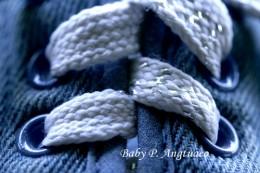 sliding symmetry of a shoe lace