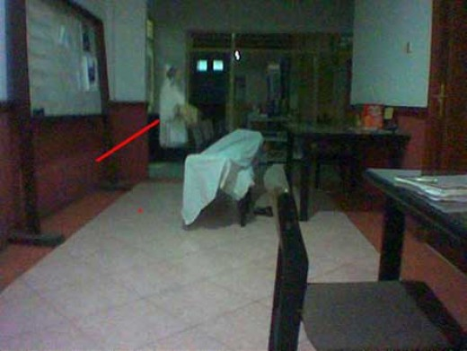 """ghost""like a nurse in the hospital, caught by the camera ."