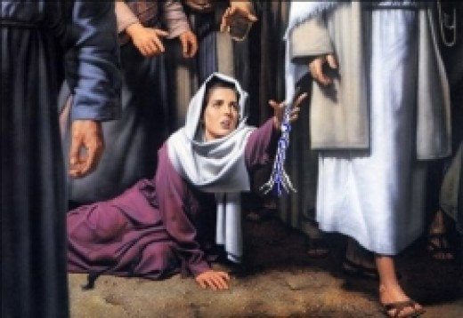 Woman knows Messiah was to have healing in His tzitzit.