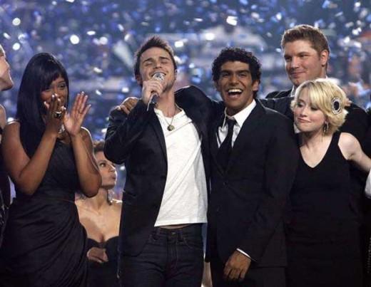 "Kris Performing ""No Boundaries"" after he is announced as the Idol winner."