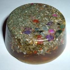 What are orgone and orgonite pendants?