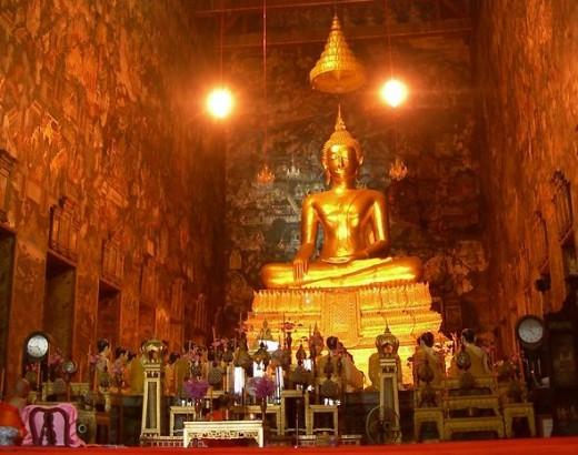 Phra Buddha Trilokachet by Nick Upton