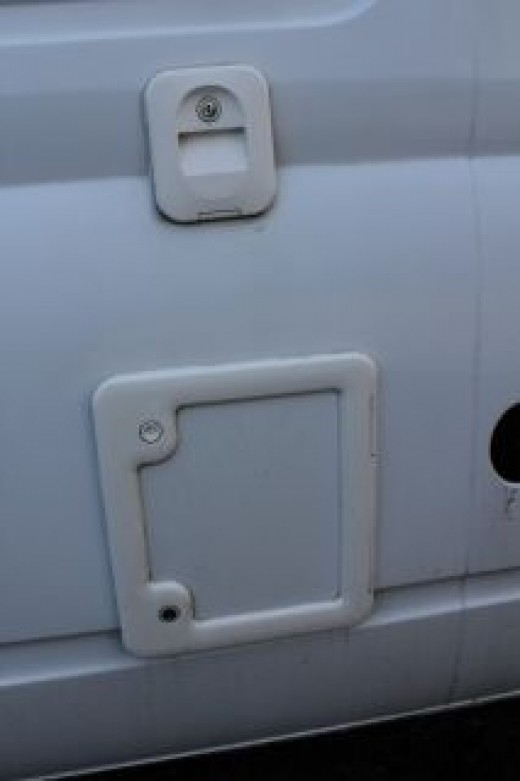 Cassette door and flush filler