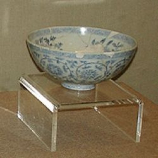 Ming HongWu Blue and White Perennial Flower Shallow Bowl
