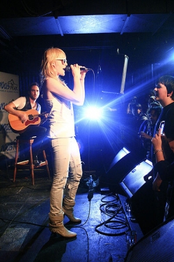 A photo of Emily Haines and Jimmy Shaw playing at the Media Club in April 2009.  Photo taken by Shandra Stephenson at http://www.shandrastephenson.com.  Source: http://www.flickr.com/photos/91245484@N00/3488589627/