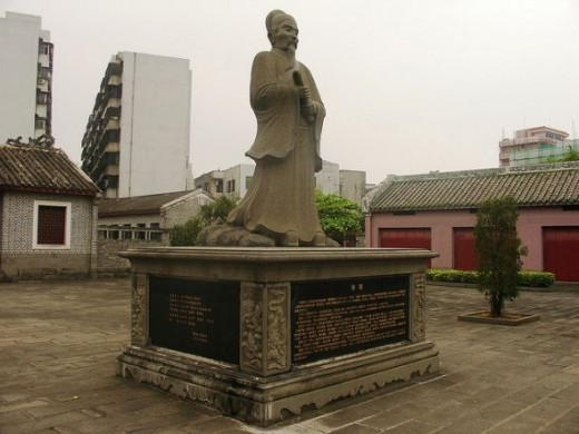 Statue of Hairui at his home in a park in Qiongshan, Haikou.