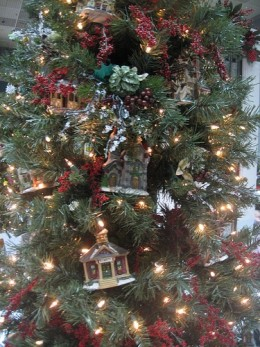 Christmas in New England tree decorating ideas