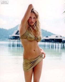 Top 10 Hottest Bikini Girls in Movies
