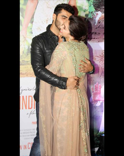 Arjun kissed Deepika as she arrived at the bash. Both the actors are extremely happy that their film Finding Fanny has done well at the box office.View pics on Biscoot Showtym.