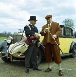 Oddjob (Harold Sakata) and Goldfinger (Gert Fröbe )