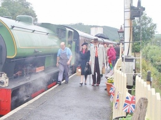 Passengers leaving the train in Bronwydd Arms