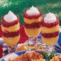 Pretty Raspberry Pudding Parfaits