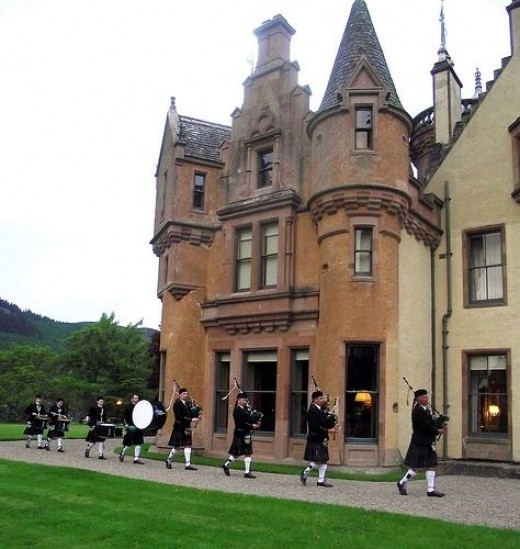 Northern Constabulary Pipe Band at Aldourie Castle.