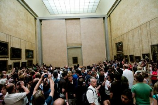 The pack in front of the Mona Lisa about 45 minutes after opening
