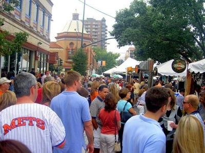 Plaza Art Fair Crowd by timsamoff