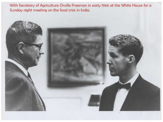 A young Lester Brown with then Secretary of Agriculture Orville Freeman at the White House to discuss food shortages in India