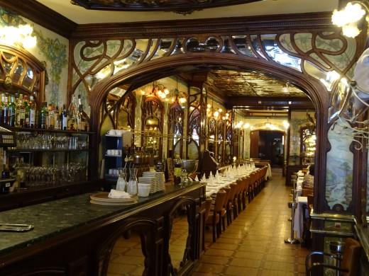 Beautiful restaurant in the heart of Paris
