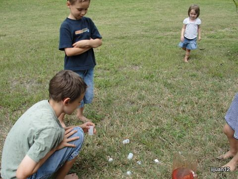 Shooting off bubble-powered rockets