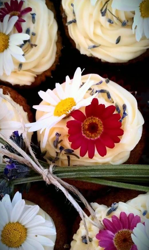 Fresh garden flower cupcakes