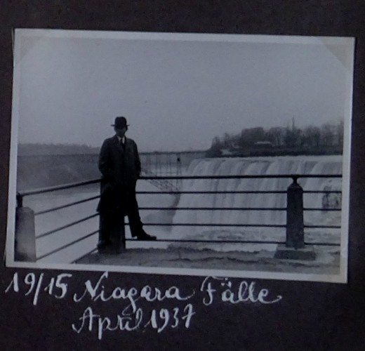 Second Selfie' of Freud at Niagara Falls