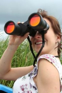 How do binoculars work?