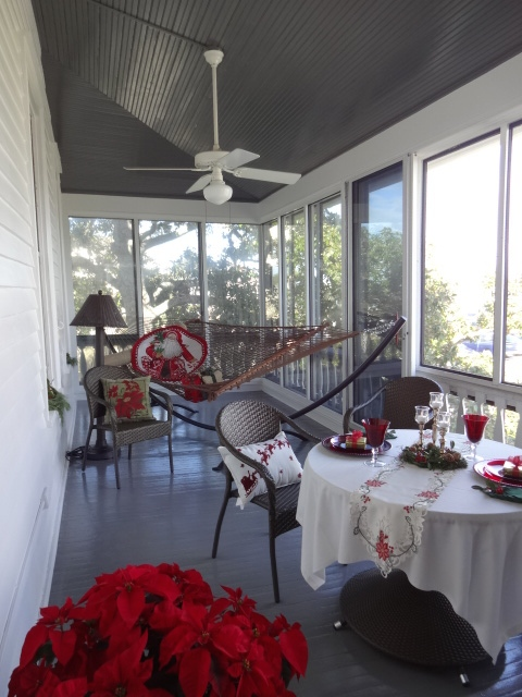 Dazzling Decorations in a Florida Sunroom