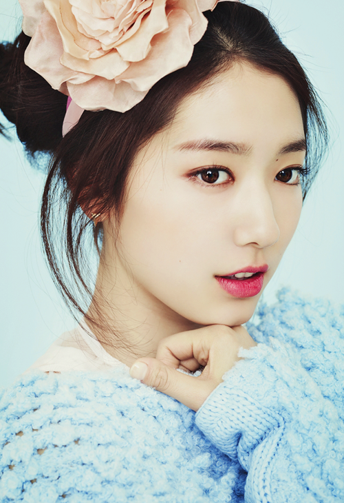 Park Shin Hye: She plays as Cha Eun-Sang that at young age she already knew how to struggle to survive. She portrays the daughter of the Housekeeper.