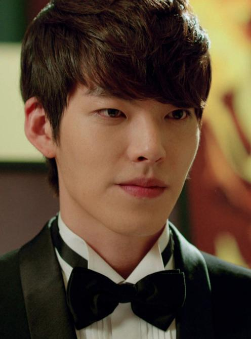 Kim Woo-Bin: His Cho Young-Do, heir to Zeus Hotel Group who also falls for Cha-Eun-Sang, but has a volatile way of expressing his feeling.