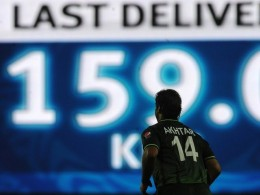 SHOAIB AKHTER OF PAKISTAN : FASTEST BOWLER IN HISTORY OF CRICKET