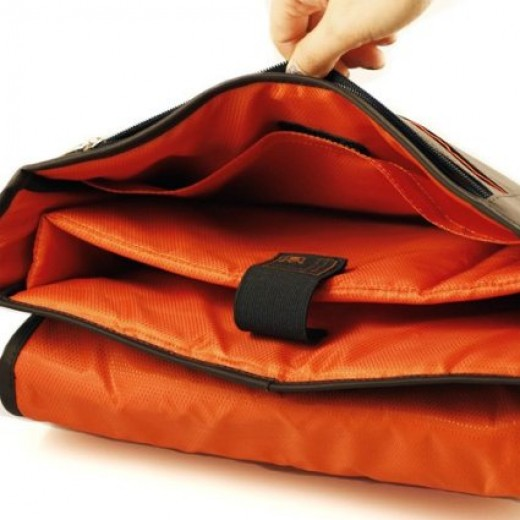 CaseCrown Horizontal Mobile Messenger Bag.  Multiple pockets and compartments provide multiple options for storage and organization, making this an excellent cover for those with busy lives, such as college students, and office commuters.
