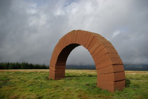 Striding Arch sculpture by Andy Goldsworthy on Colt Hill