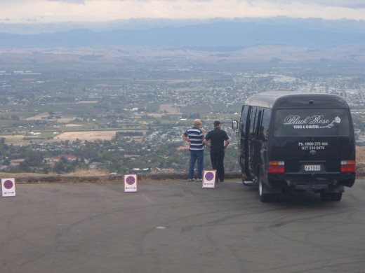 black rose tour bus and guide at lookout