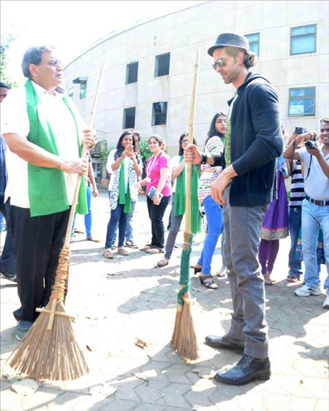 Hrithik Roshan at Whistling Woods International to support Clean India Campaign Hrithik was all set to clean 'Film City' with a broom in his hand along with the students and staff of the film institute.View pic on Biscoot Showtym