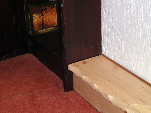 Shelf support plinth