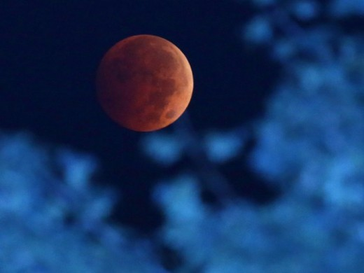 Blood moon lunar eclipse October 8, 2014