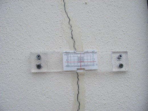 Crack Monitor at Work