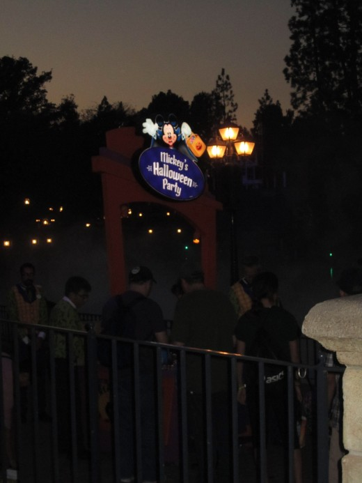 This is the trick-or-treat pathway along the Rivers of America.