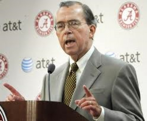 Dr. Robert Witt, President of University of Alabama helping to make announcement of the hiring of Nick Saban