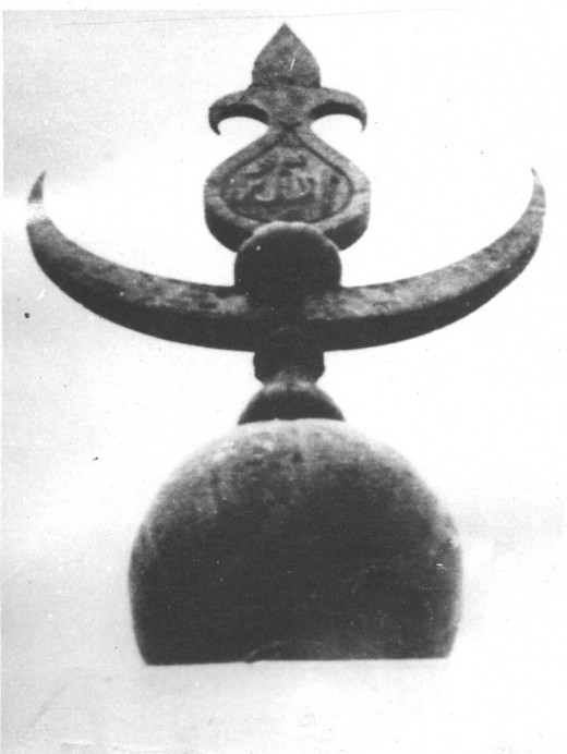Close-up of the finial clearly showing a kalash with bend mango leaves, on the top a coconut .A typical Hindu motif.