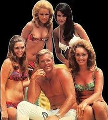 Shirtless Hardin, again, with bathing beauties for a publicity shot